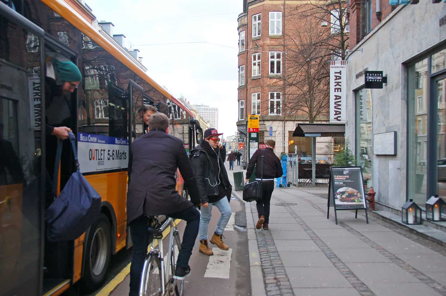 Bus and bikes - who should stop?