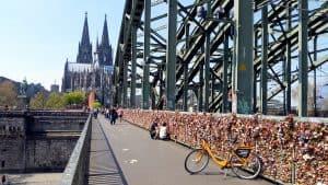 Cologne love locks Donkey Republic bike